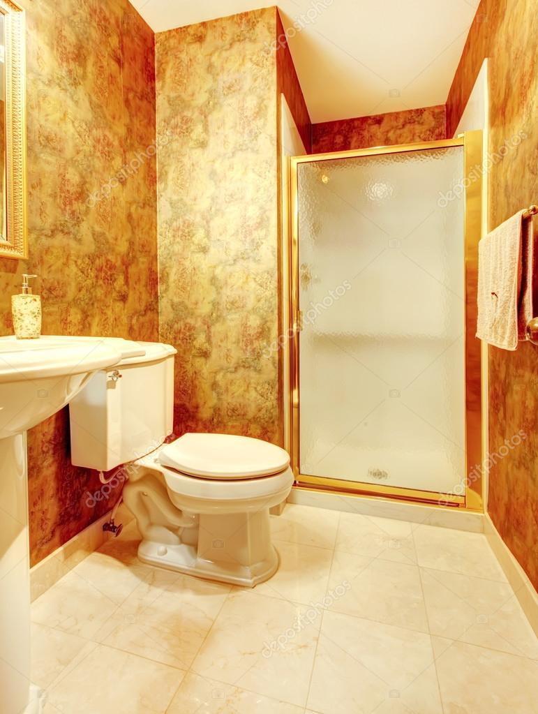 D 39 oro antico bagno con piastrelle di marmo e doccia foto for Bagno d oro