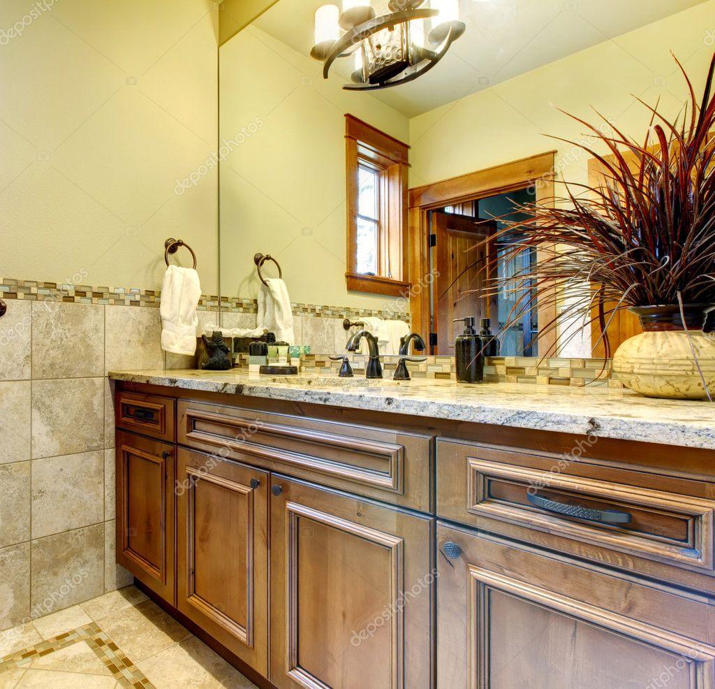 mobili bagno di lusso in casa di montagna — foto stock © iriana88w