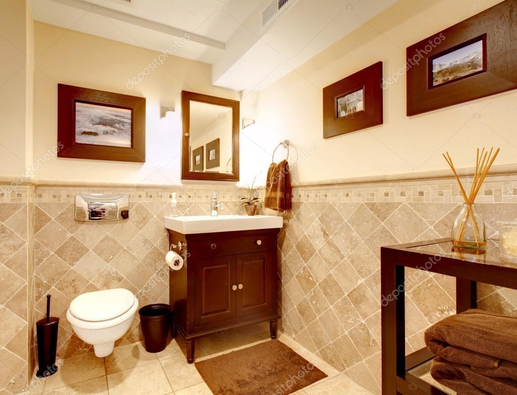 Interni eleganti classici bagno casa foto stock iriana88w 18245929 for Bagno classico piastrelle