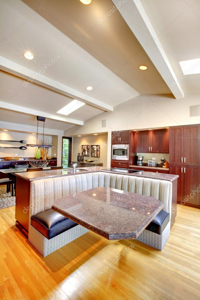 cocina de lujo caoba con muebles modernos — Foto de stock ...