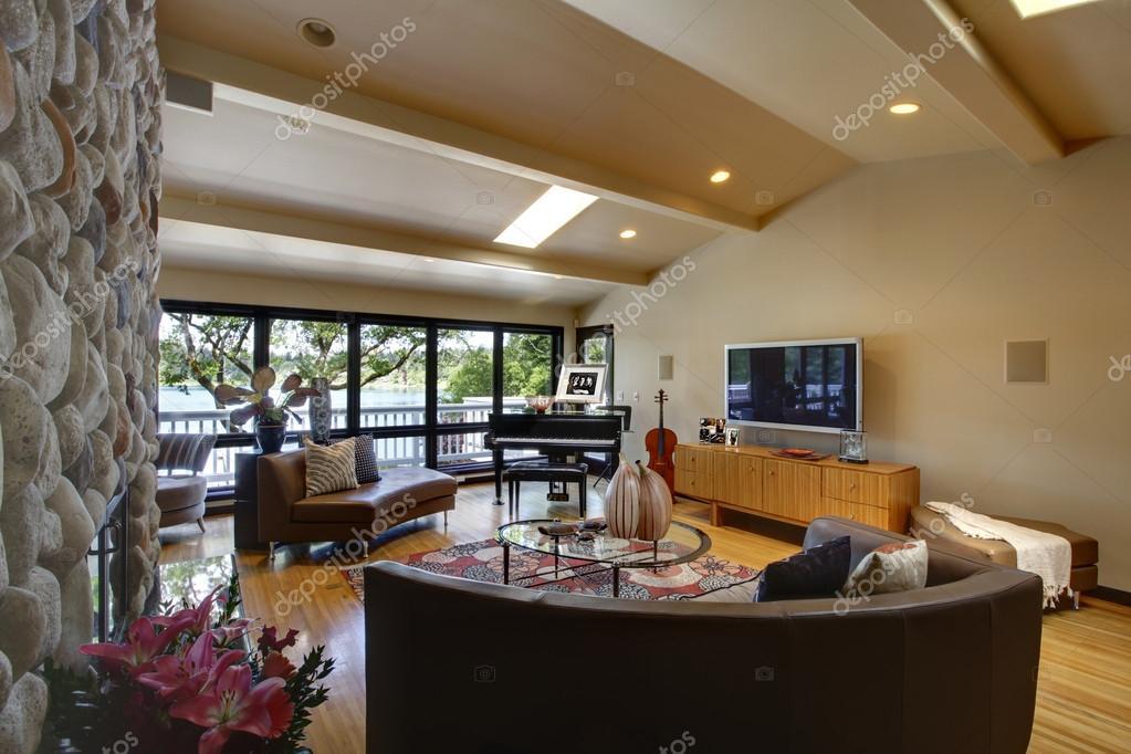 Camino In Pietra Moderno : Aprire casa soggiorno interni lusso moderno e camino in pietra