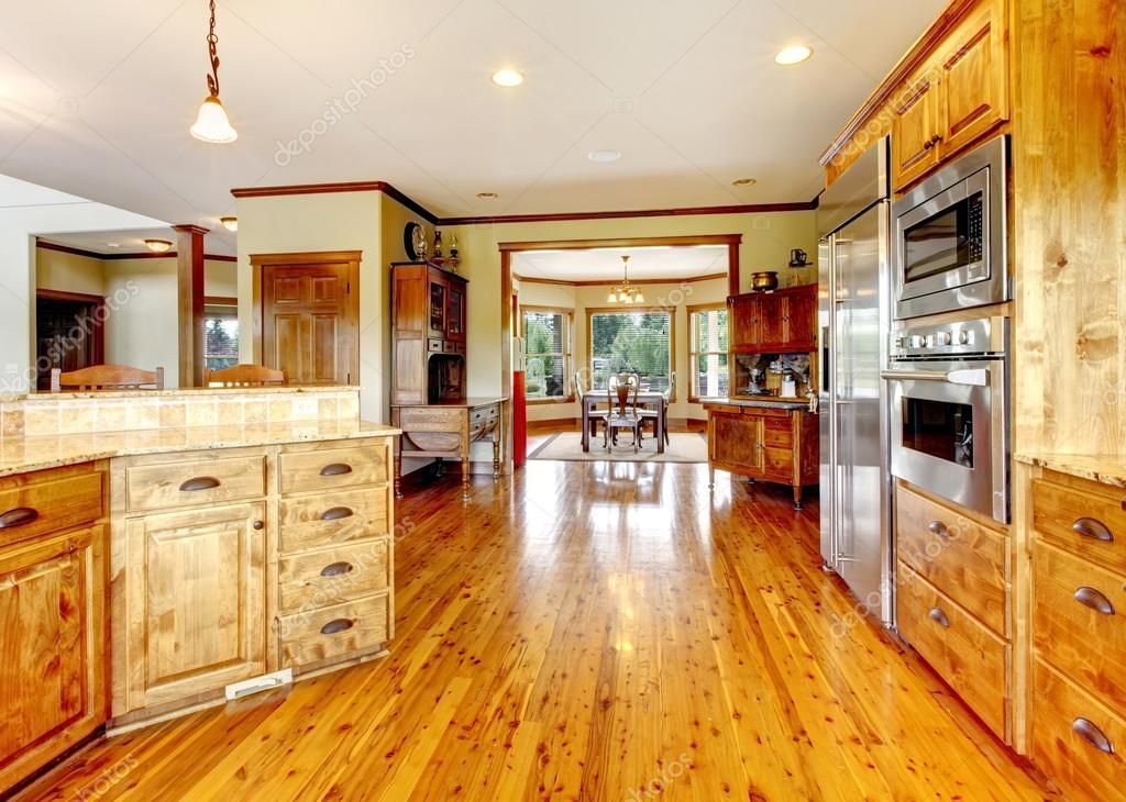 Intérieur de luxe bois de cuisine à domicile. nouvelle maison ...