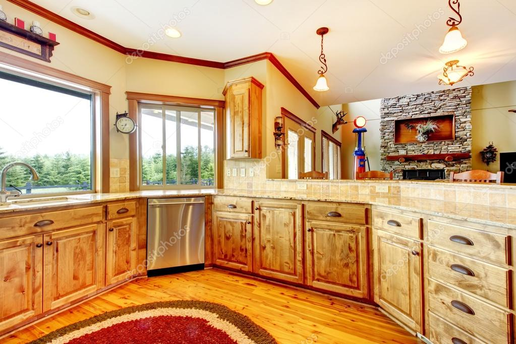 Interni di lusso in legno cucina di casa nuova casa for Foto case di lusso interni