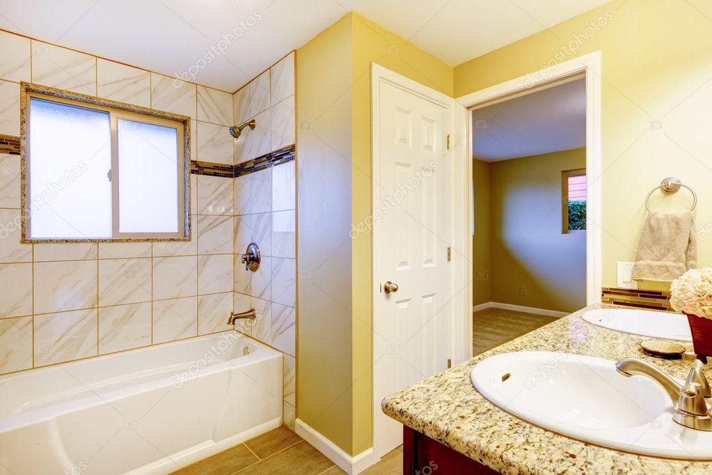 Neues Badezimmer-Interieur mit Kirsche Spülenschrank — Stockfoto ...