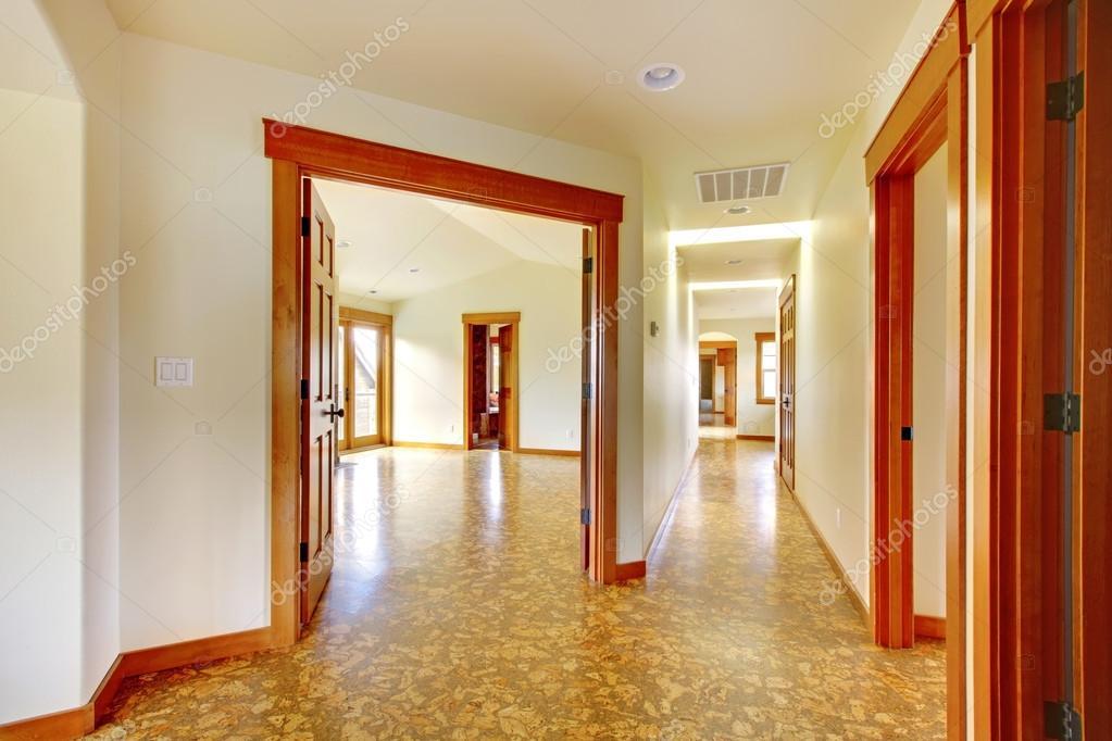 Grand Couloir Dans La Maison Vide Nouvel Interieur De Maison De