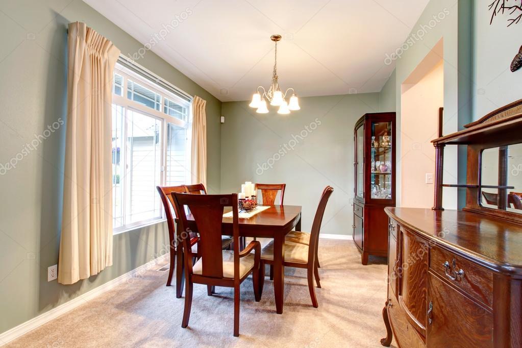 gröna matsalen inredning med klassiska möbler — Stockfotografi ...