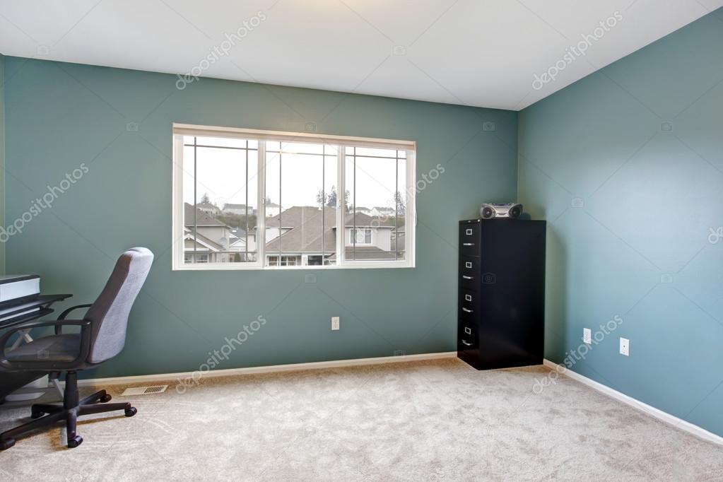 Eenvoudige kantoor aan huis kamer interieur met blauwe for Kamer interieur