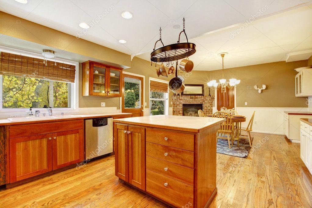 interior de cocina amplia granja país — Foto de stock © iriana88w ...