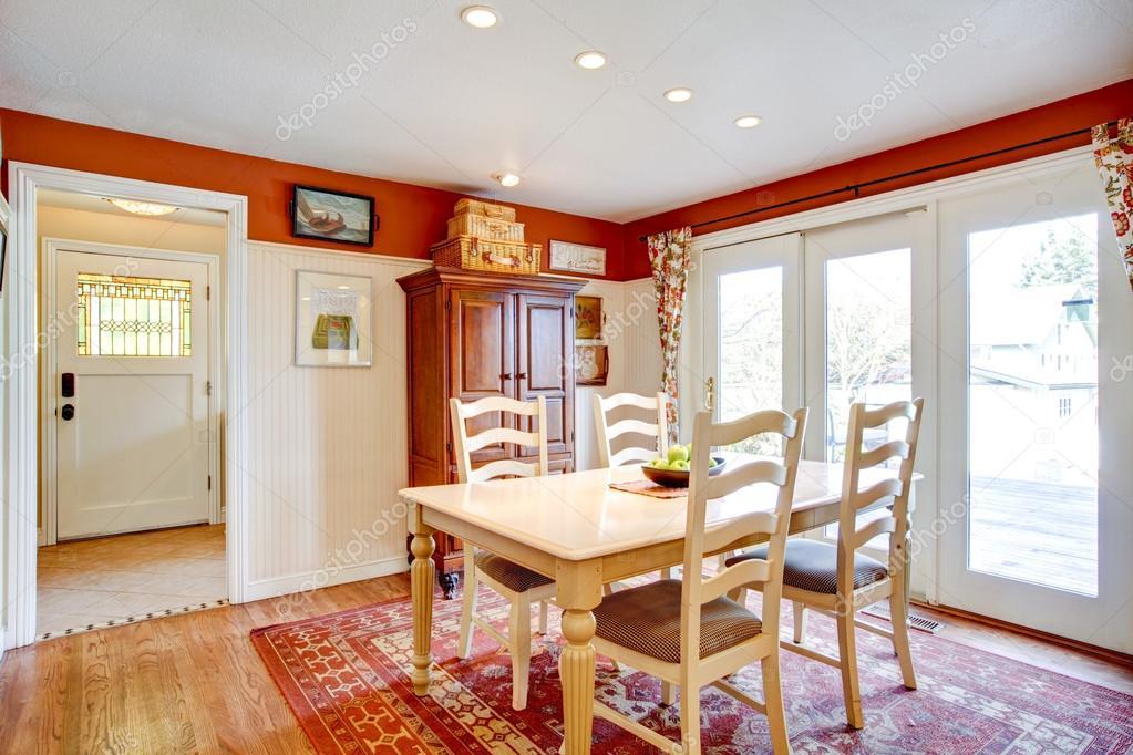 Einfache Warme Farben Küche Zimmer Mit Kleiner Essecke U2014 Stockfoto