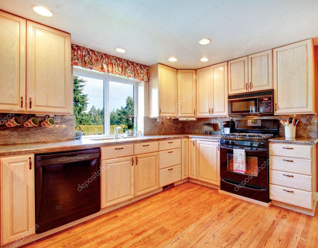 Eenvoudige warme kleuren keuken kamer u stockfoto iriana w