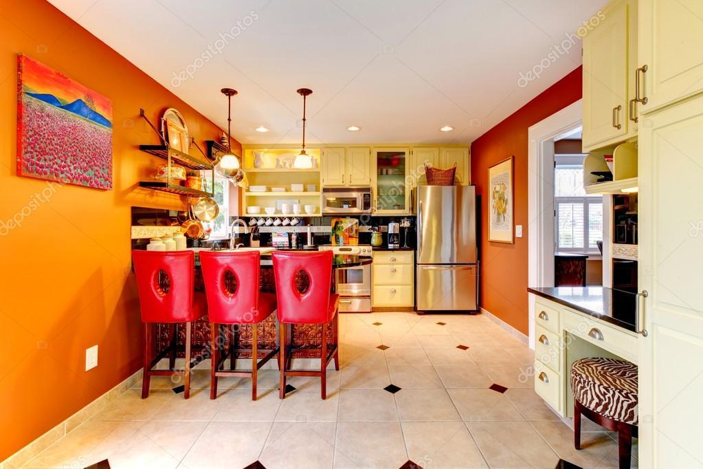 Warme kleuren gezellige keuken kamer stockfoto iriana88w 39741345 - Warme kleuren kamer ...
