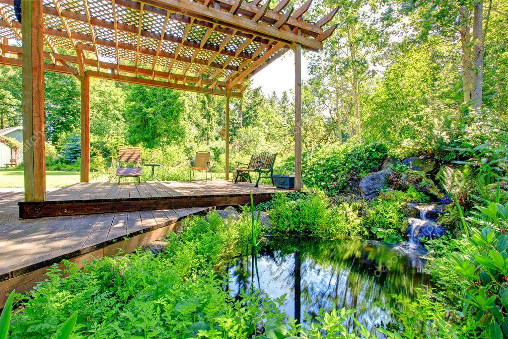 Pittoreske achtertuin boerderij tuin met kleine vijver en for Kleine vijver tuin