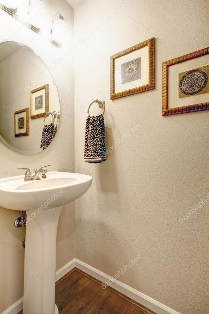 eenvoudige idee voor badkamer decoratie — Stockfoto © iriana88w ...