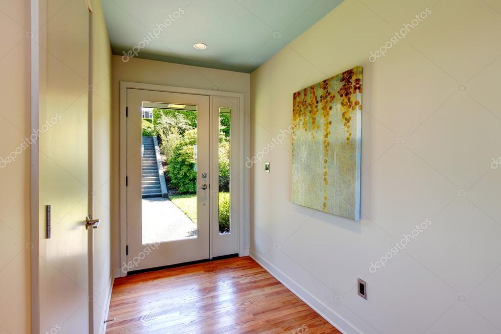 brightt corridoio con porta dingresso in vetro — Foto Stock ...
