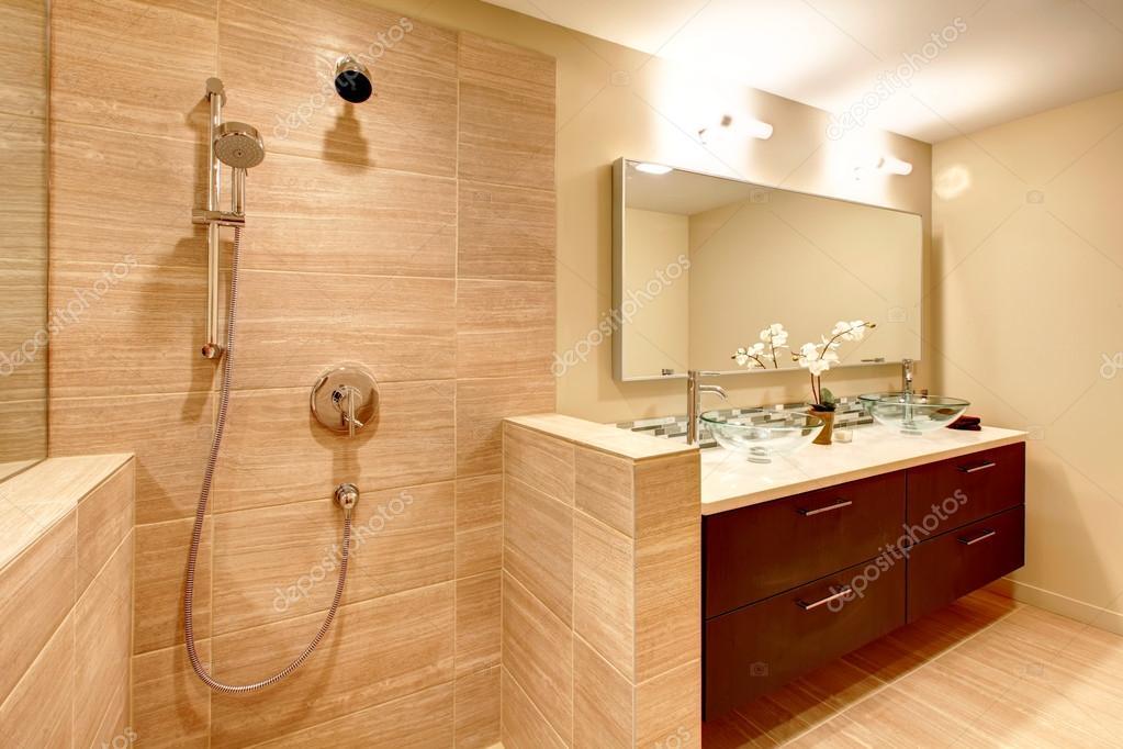 cuarto de baño elegantes tonos cálidos — Foto de stock © iriana88w ...