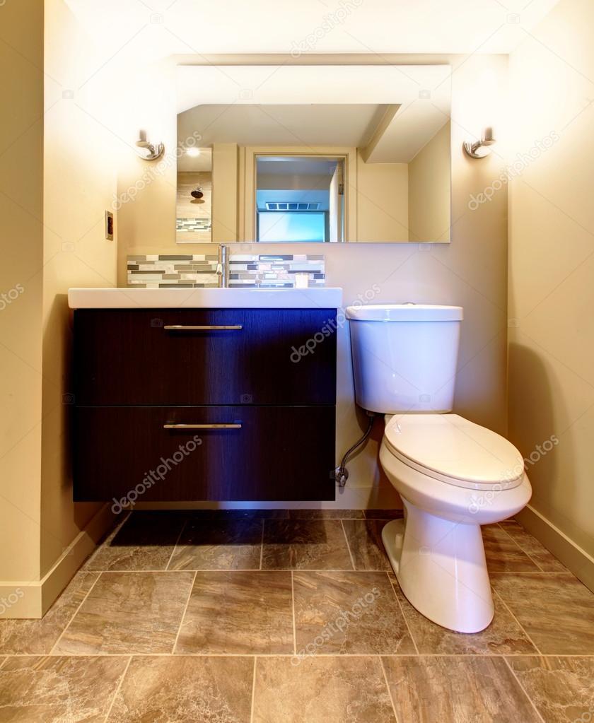 Gemütliche warme Farben Badezimmer — Stockfoto © iriana88w ...
