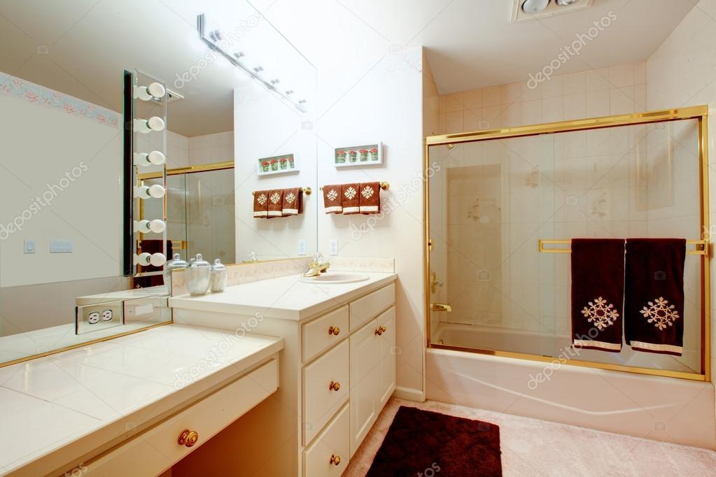 Foto Bagni Chiari : Bagno eleganti toni chiari u2014 foto stock © iriana88w #40191303