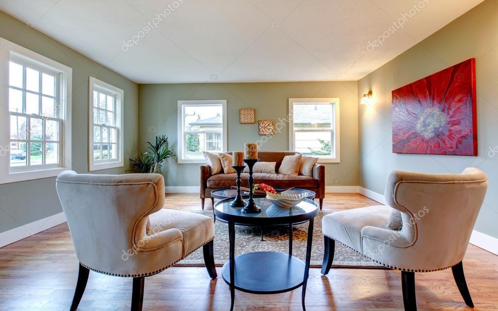 Erfrischendes Aqua Wohnzimmer mit Rote Wand-Bild und Palm ...
