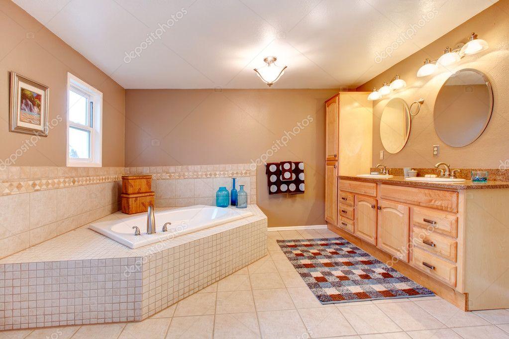 Badezimmer Beige und weiß — Stockfoto © iriana88w #40322687