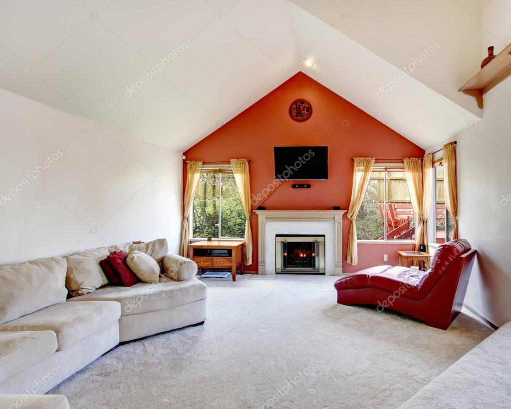 luminoso soggiorno con parete di contrasto arancione ? foto stock ... - Soggiorno Luminoso