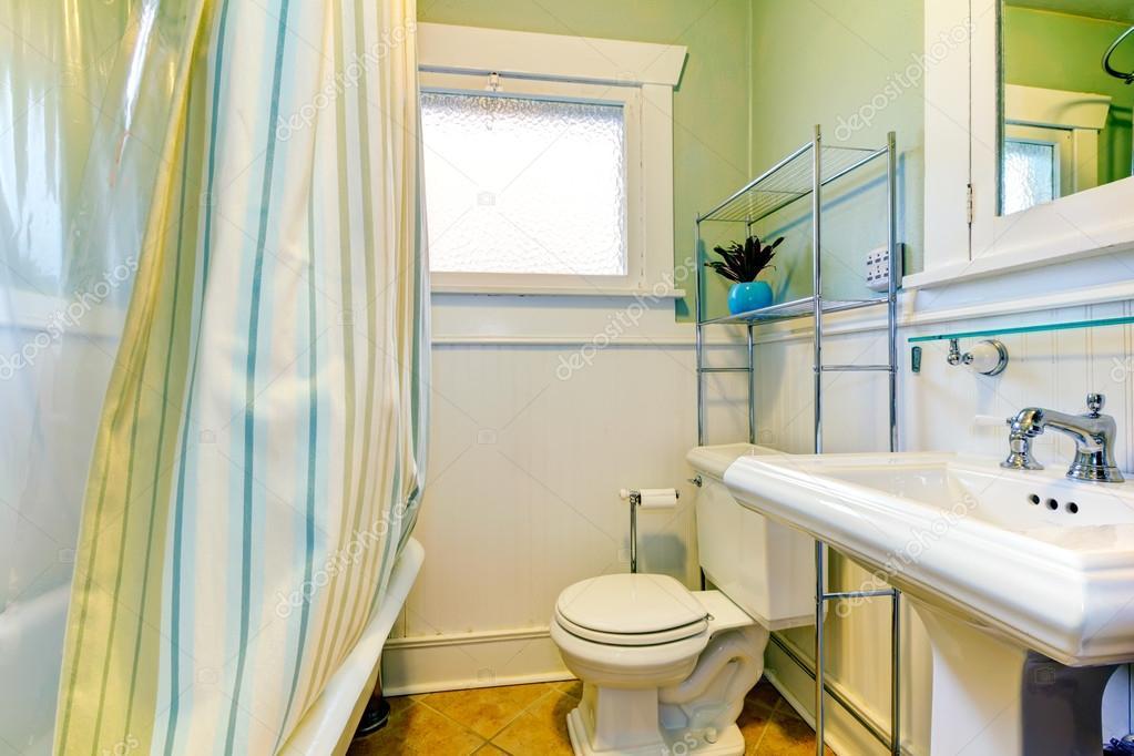 Salle de bain verte et blanche rafraîchissante ...