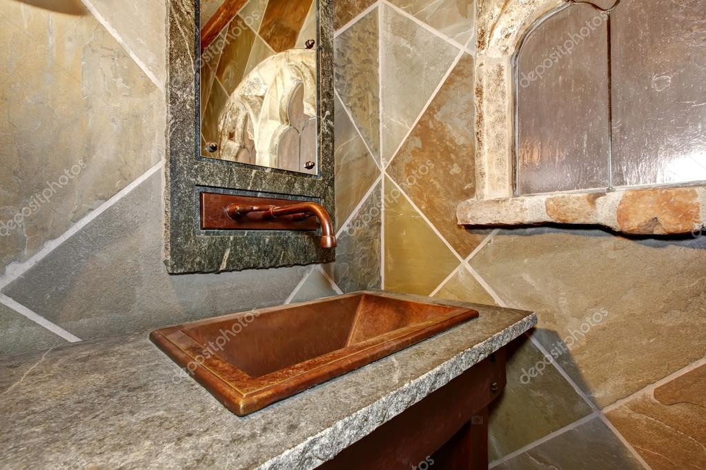 Zamek Stylu łazienki Zbliżenie Miedzi Umywalka I Bateria