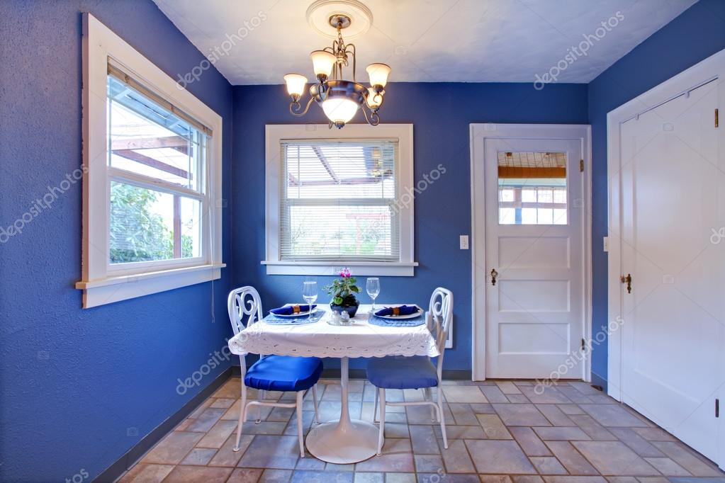 petite salle manger avec murs en carreaux de plancher et royal meubl avec petite table manger ensemble image de iriana88w