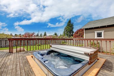 Backyard deck with jacuzzi
