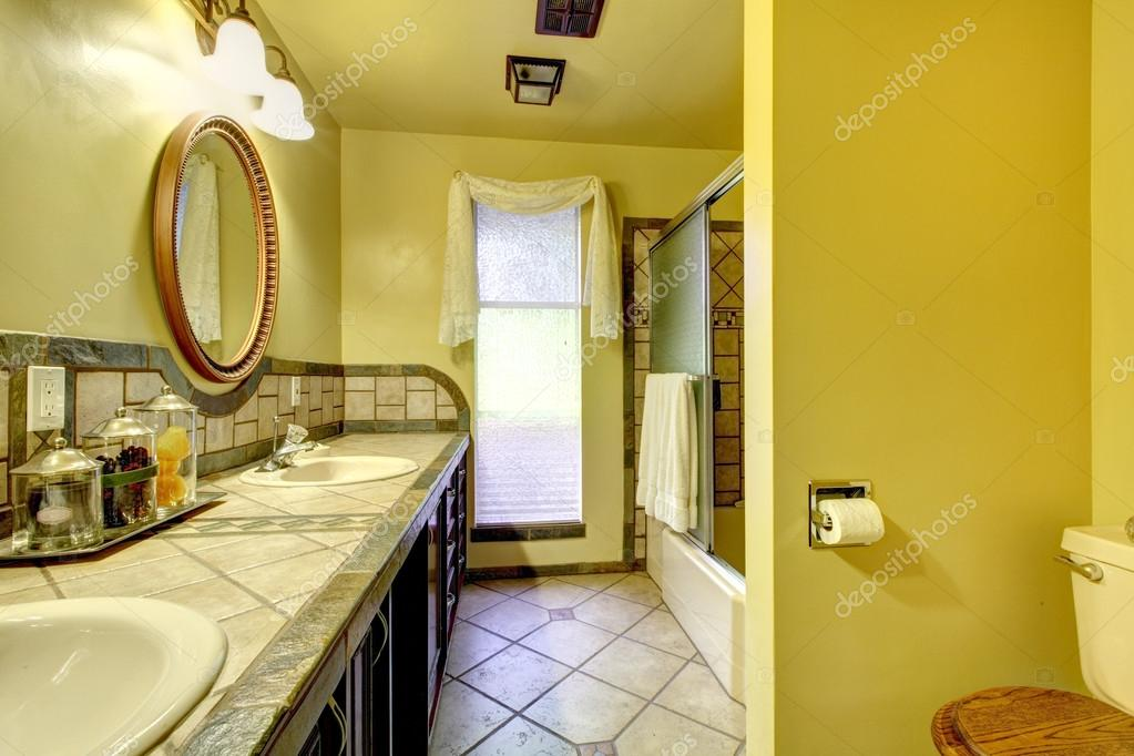 Badkamer met houten wand interieur inspiratie interieurdesigner b