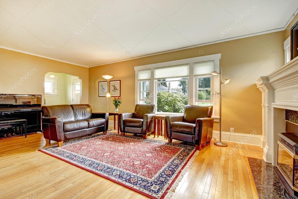 elegante salón con conjunto de muebles de cuero — Foto de stock ...