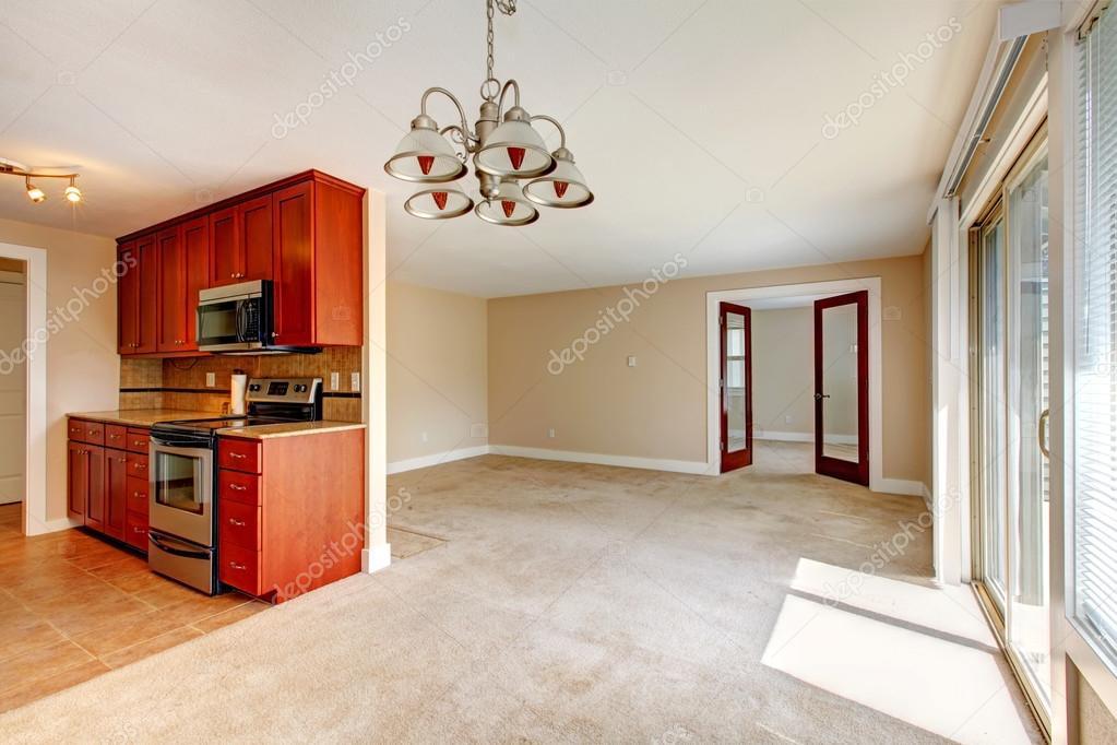 Sala de estar vazia vista de arm rios de cozinha fotografias de stock iriana88w 42567309 - Armarios para sala de estar ...