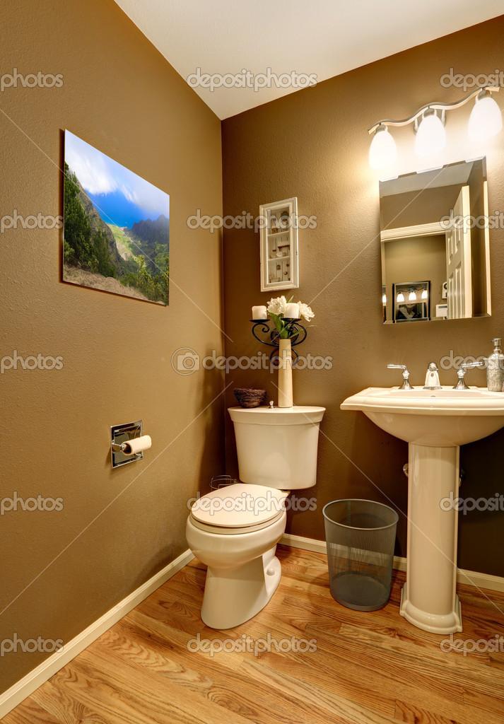 Coin Salle De Bain Avec Toilette Et Lavabo Photographie Iriana88w
