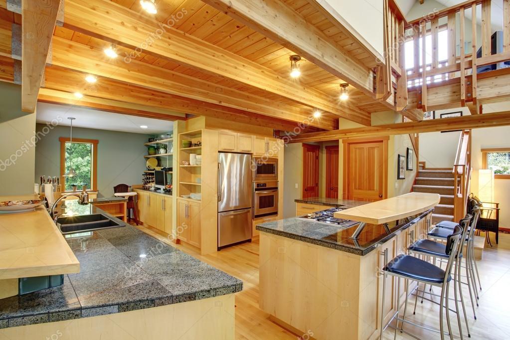 estilo cabaña de troncos. interior de cocina — Fotos de Stock ...