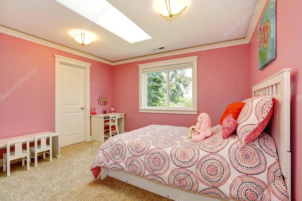 Pareti Rosa Camera Da Letto : Bella camera da letto rosa per le ragazze u foto stock iriana w