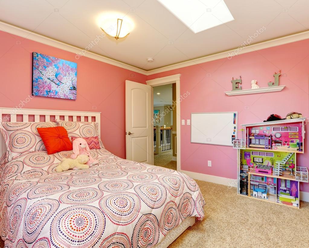 Parete Camera Da Letto Rosa : Bella camera da letto rosa per le ragazze u foto stock iriana w