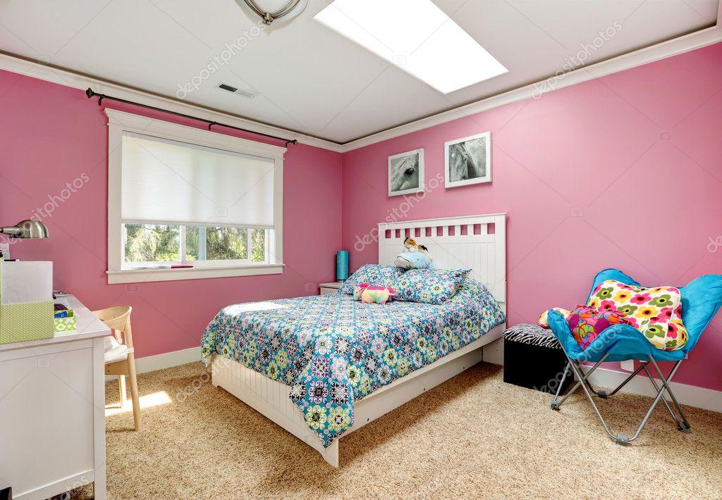 Belle chambre rose pour les filles — Photographie iriana88w ...