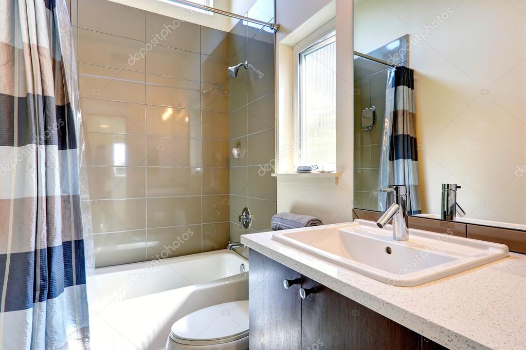 fürdőszoba berendezés olajbogyó csempe — Stock Fotó © iriana88w ...
