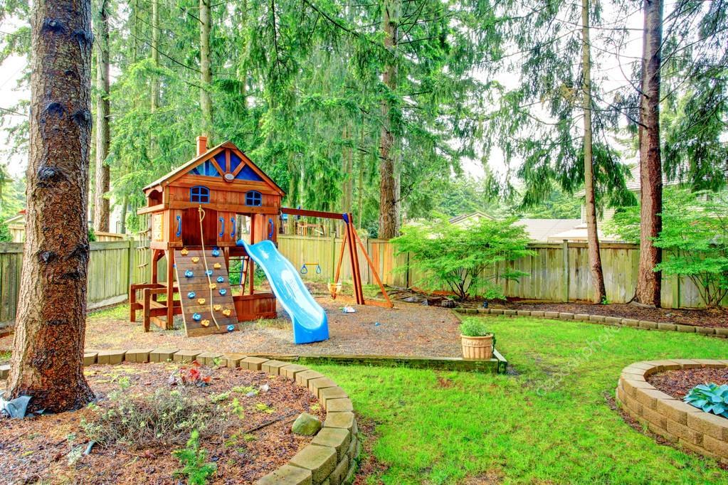 zona de juegos para niños. vista jardín — Fotos de Stock © iriana88w ...