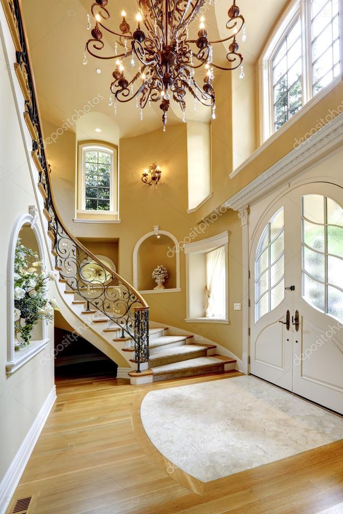 Luxus Haus innen. Eingangshalle — Stockfoto © iriana88w ...
