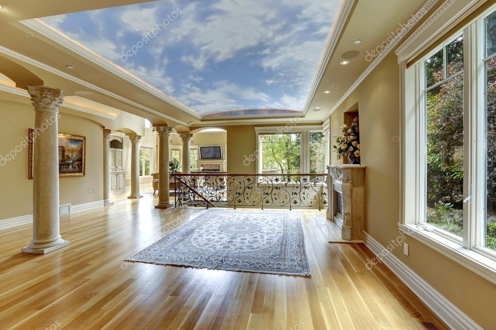 Excellent perfect interno di casa di lusso salone vuoto u for Piani di casa di lusso con foto di interni