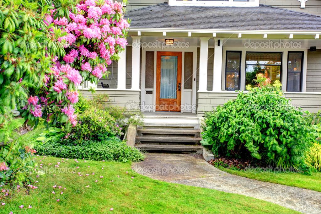 Ingressi Esterno Di Casa : Esterno di casa. portico colonna dingresso u2014 foto stock © iriana88w