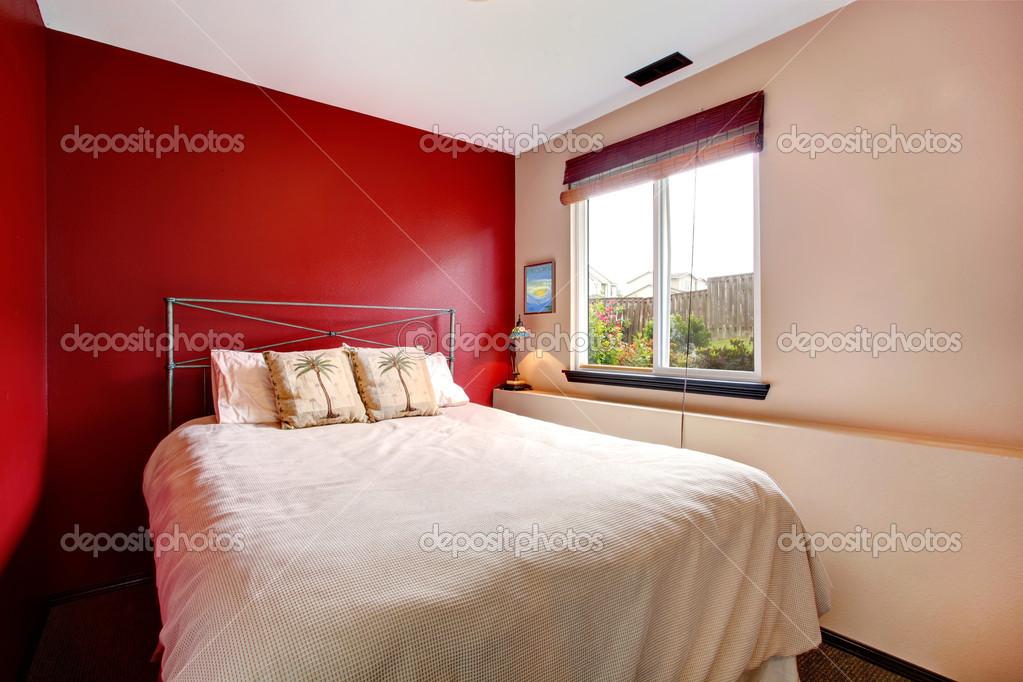 camera da letto parete contrasto con biancheria tropicale — Foto ...