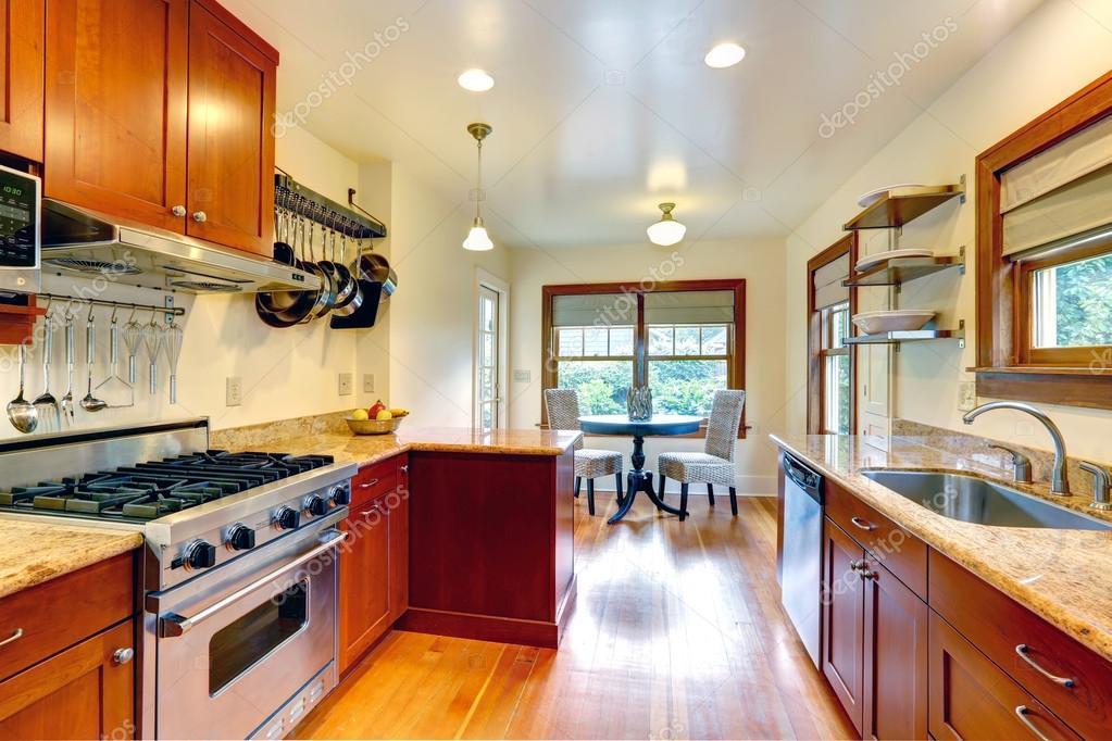 cocina comedor con zona de comedor pequeño — Fotos de Stock ...