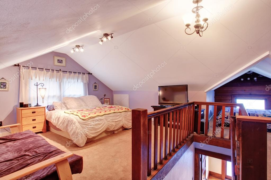 Velux interno camera da letto u foto stock iriana w