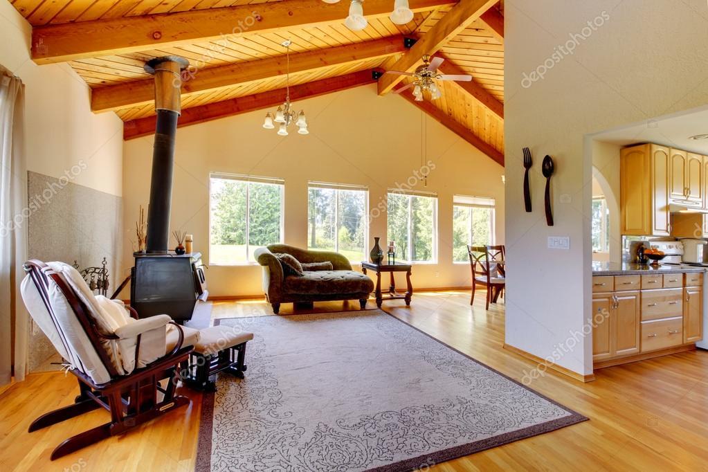 interior de casa estilo cabaña de troncos — Foto de stock ...