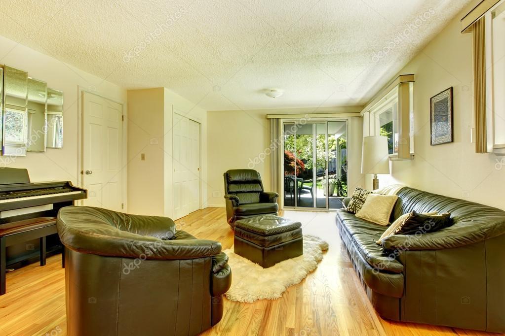 moderno salón con conjunto de muebles de cuero — Foto de stock ...