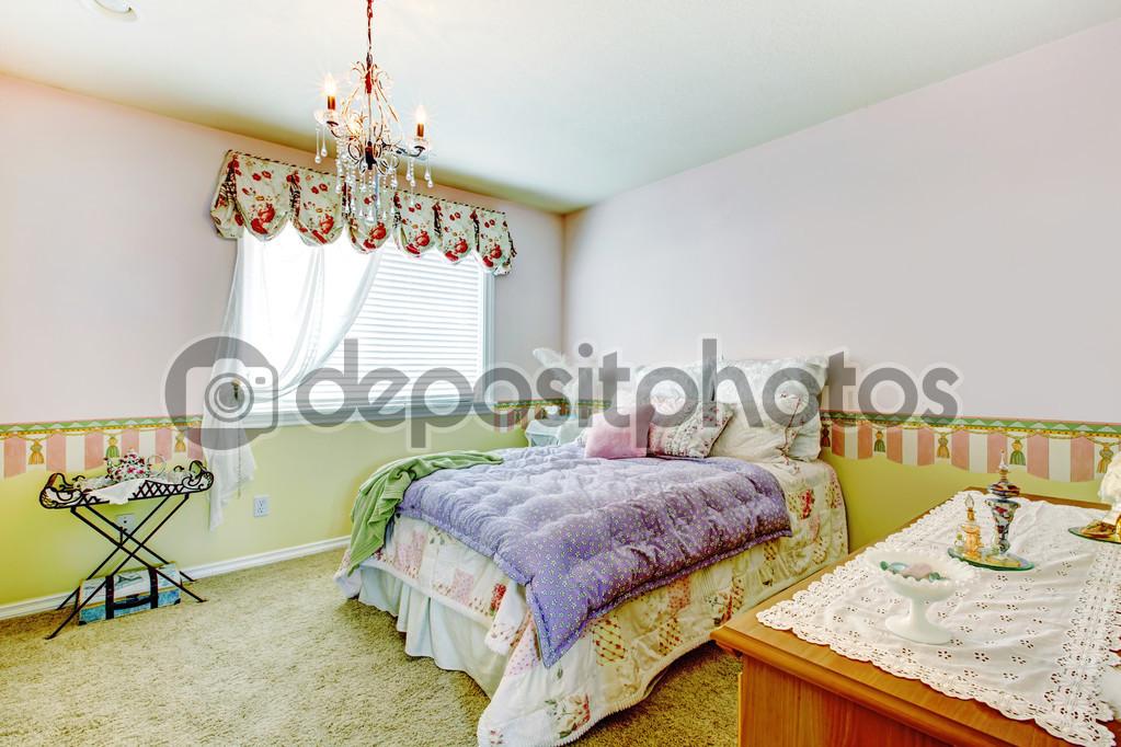 Interieur De La Chambre A Coucher Heureux Avec Murs Colores