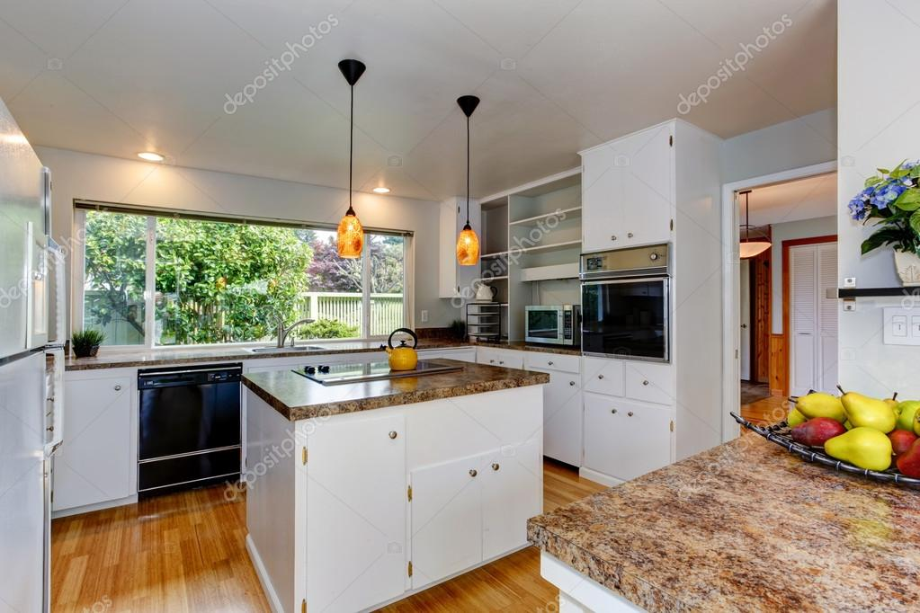 Kuchnia Pokój Z Oknem Zdjęcie Stockowe Iriana88w 48343867