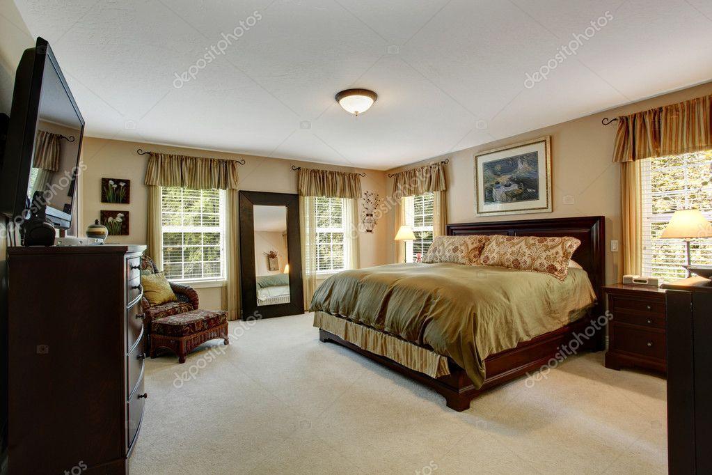 gemütliche Schlafzimmer Interior in Olive Farben — Stockfoto ...