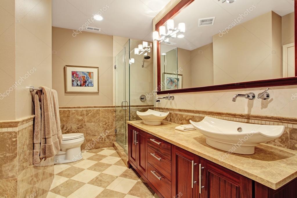 moderne badkamer inrichting in zachte bruine tinten — Stockfoto ...